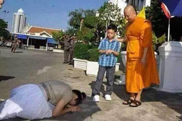 Hoàng tử Thái Lan: Là con trai duy nhất của vua nhưng chưa chắc đã được kế vị, phải rời xa vòng tay mẹ từ khi còn nhỏ - Ảnh 8.