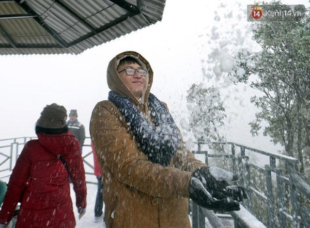 """HOT: Xuất hiện băng giá phủ trắng đỉnh Fansipan, dân tình rục rịch rủ nhau cuối năm lên Sa Pa """"săn"""" tuyết rơi - Ảnh 10."""