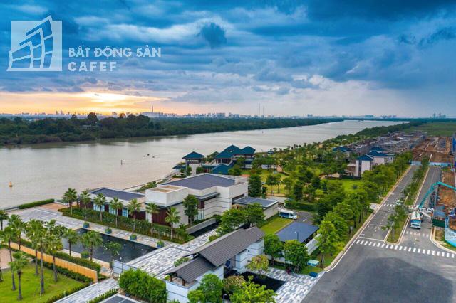 Bên trong khu dinh thự triệu đô ven sông của giới nhà giàu ở ngay cạnh Sài Gòn - Ảnh 1.