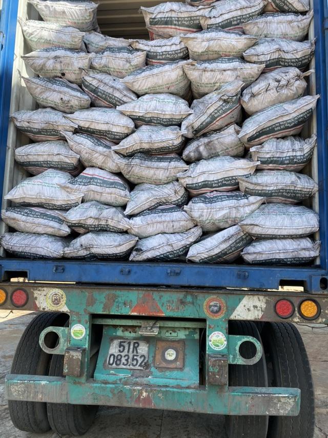 Phát hiện 20 tấn than củi nhập lậu qua đường mòn, không hóa đơn chứng từ - Ảnh 1.