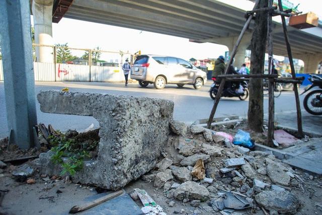 Cận cảnh tình trạng nhếch nhác tại tuyến đường 3.100 tỉ đồng vừa thông xe  - Ảnh 12.