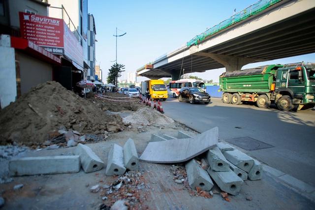 Cận cảnh tình trạng nhếch nhác tại tuyến đường 3.100 tỉ đồng vừa thông xe  - Ảnh 13.