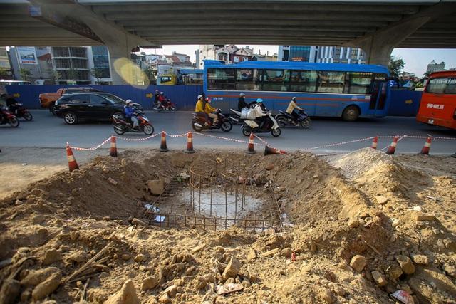 Cận cảnh tình trạng nhếch nhác tại tuyến đường 3.100 tỉ đồng vừa thông xe  - Ảnh 4.