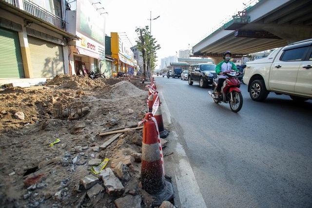 Cận cảnh tình trạng nhếch nhác tại tuyến đường 3.100 tỉ đồng vừa thông xe  - Ảnh 5.