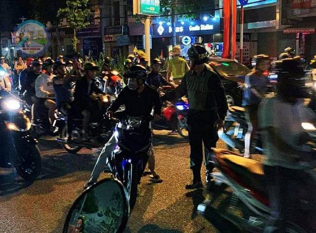 """Hàng loạt xe máy """"đi bão"""" sau trận thắng của U22 Việt Nam bị tạm giữ - Ảnh 2."""