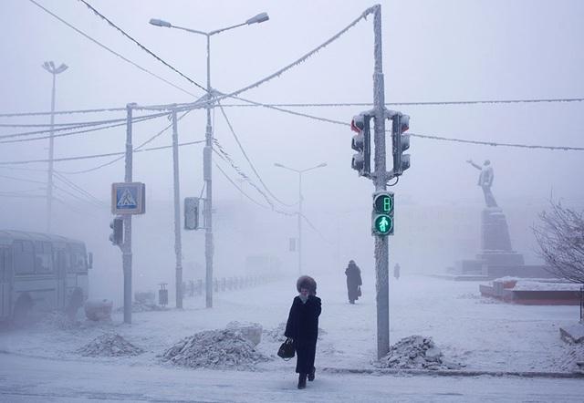 Ghé thăm ngôi làng lạnh nhất thế giới, nhiệt độ xuống tới -71,2 độ C hở cái gì ra là đóng băng cái ấy - Ảnh 2.