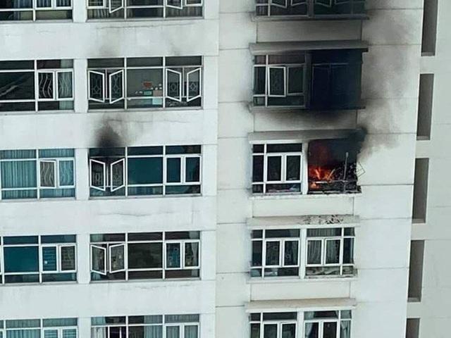 CLIP: Cháy ở tầng 12 chung cư Hoàng Anh Goldhouse - TP HCM  - Ảnh 1.