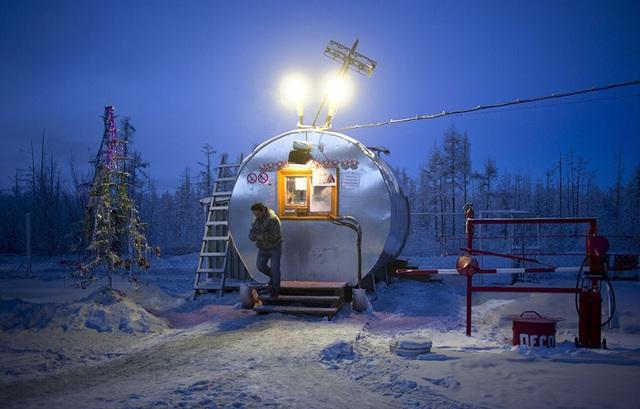 Ghé thăm ngôi làng lạnh nhất thế giới, nhiệt độ xuống tới -71,2 độ C hở cái gì ra là đóng băng cái ấy - Ảnh 18.