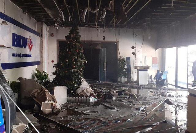 Cháy tại tòa nhà cao tầng chi nhánh ngân hàng BIDV, khoảng 60 người thoát ra ngoài an toàn  - Ảnh 3.