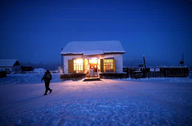 Ghé thăm ngôi làng lạnh nhất thế giới, nhiệt độ xuống tới -71,2 độ C hở cái gì ra là đóng băng cái ấy - Ảnh 21.