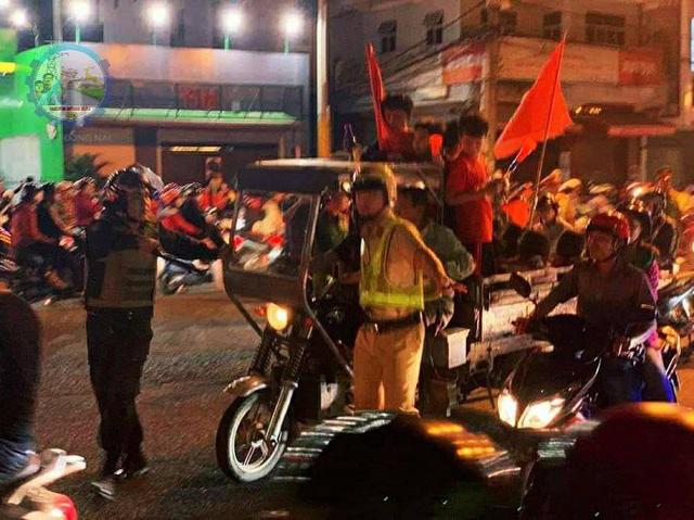 """Hàng loạt xe máy """"đi bão"""" sau trận thắng của U22 Việt Nam bị tạm giữ - Ảnh 4."""