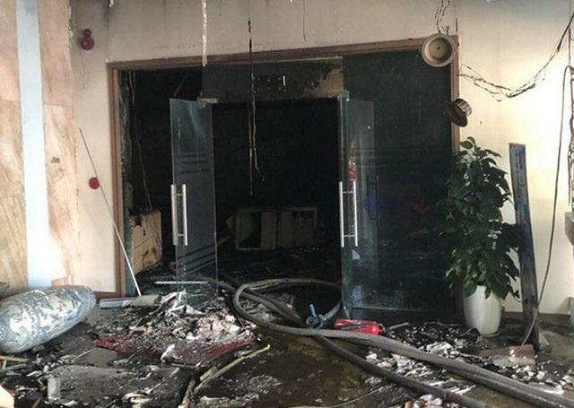 Cháy tại tòa nhà cao tầng chi nhánh ngân hàng BIDV, khoảng 60 người thoát ra ngoài an toàn  - Ảnh 5.