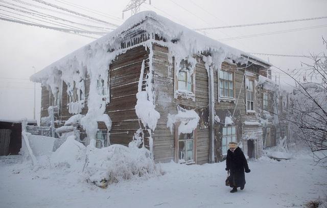 Ghé thăm ngôi làng lạnh nhất thế giới, nhiệt độ xuống tới -71,2 độ C hở cái gì ra là đóng băng cái ấy - Ảnh 5.