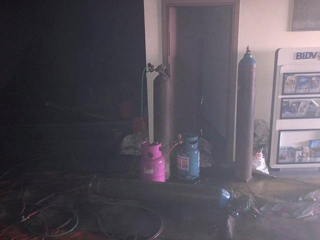Cháy tại tòa nhà cao tầng chi nhánh ngân hàng BIDV, khoảng 60 người thoát ra ngoài an toàn  - Ảnh 7.