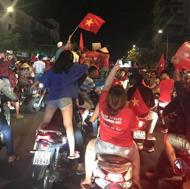 """Hàng loạt xe máy """"đi bão"""" sau trận thắng của U22 Việt Nam bị tạm giữ - Ảnh 8."""