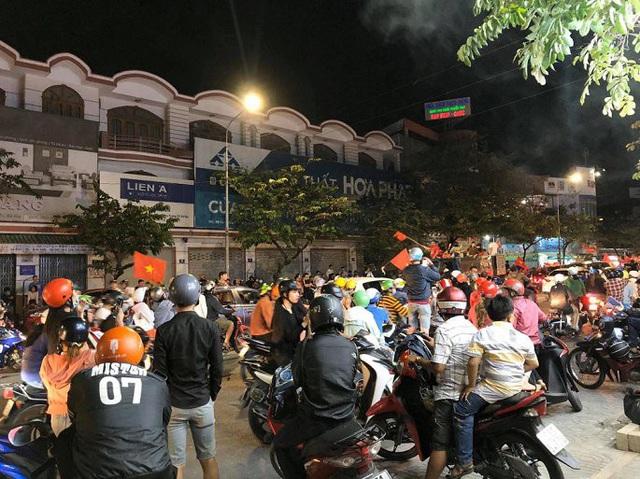 """Hàng loạt xe máy """"đi bão"""" sau trận thắng của U22 Việt Nam bị tạm giữ - Ảnh 9."""