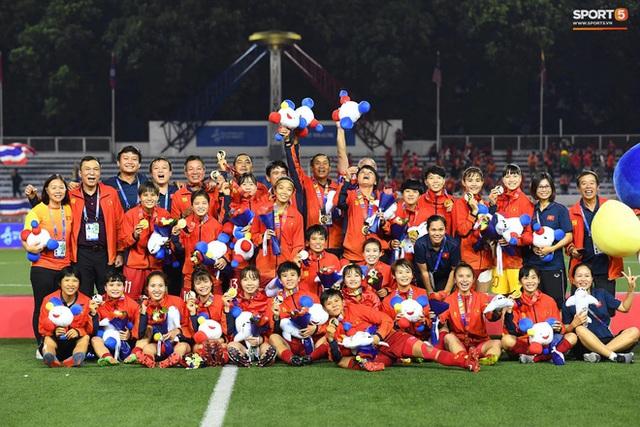 Tuyển nữ Việt Nam về nước trong đêm, không được ở lại cổ vũ trận chung kết bóng đá nam SEA Games 30 - Ảnh 1.