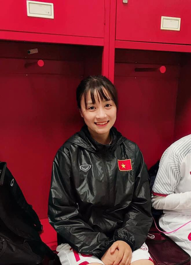 Quyết liệt trên sân cỏ, ai ngờ 3 gương mặt khả ái của đội tuyển bóng đá nữ Việt Nam lại có những hình ảnh ngoài đời mềm mại như thế này - Ảnh 2.