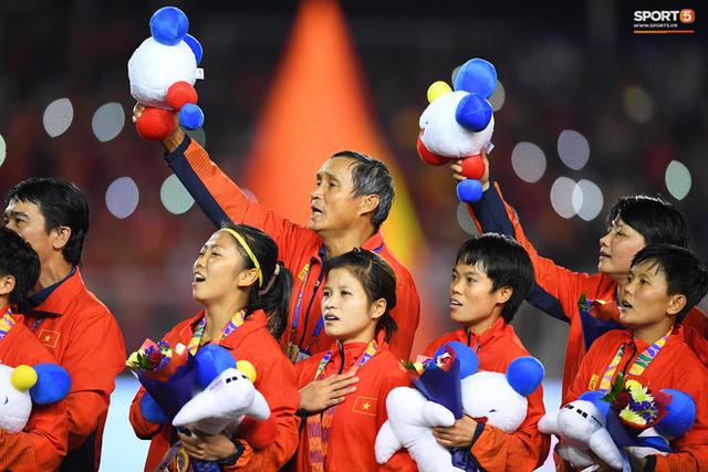 Tuyển nữ Việt Nam được thưởng hơn 10 tỷ đồng cùng nhiều hiện vật sau khi giành huy chương vàng SEA Games 30 - Ảnh 3.
