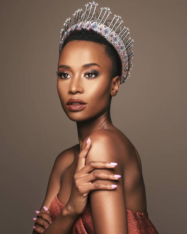 Chiêm ngưỡng loạt ảnh đời thường và background xịn của Tân Hoa hậu Hoàn vũ mới biết vì sao Hoàng Thùy lại bị người đẹp Nam Phi bỏ xa đến thế - Ảnh 3.