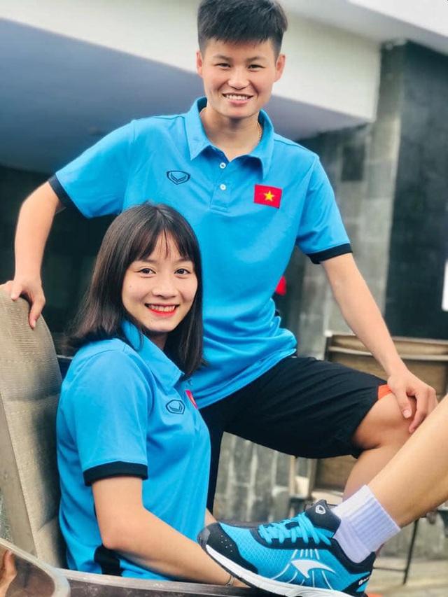 Quyết liệt trên sân cỏ, ai ngờ 3 gương mặt khả ái của đội tuyển bóng đá nữ Việt Nam lại có những hình ảnh ngoài đời mềm mại như thế này - Ảnh 4.