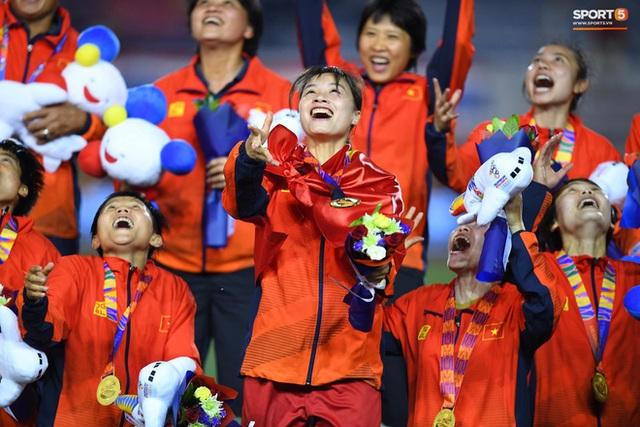 Tuyển nữ Việt Nam được thưởng hơn 10 tỷ đồng cùng nhiều hiện vật sau khi giành huy chương vàng SEA Games 30 - Ảnh 5.