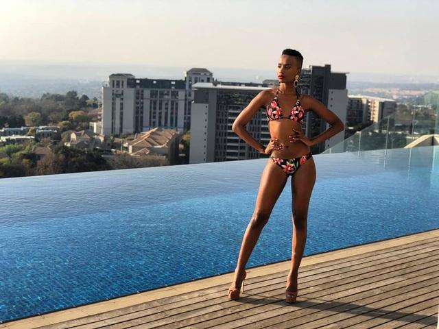 Chiêm ngưỡng loạt ảnh đời thường và background xịn của Tân Hoa hậu Hoàn vũ mới biết vì sao Hoàng Thùy lại bị người đẹp Nam Phi bỏ xa đến thế - Ảnh 9.