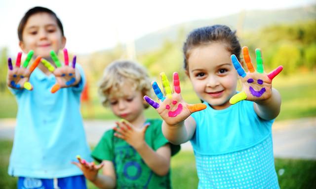 Thế giới của người lớn có vô vàn những thứ phức tạp, hãy sống như một đứa trẻ cho cuộc đời dễ thở hơn: 10 thay đổi nhỏ giúp bạn có được hạnh phúc giản đơn - Ảnh 1.