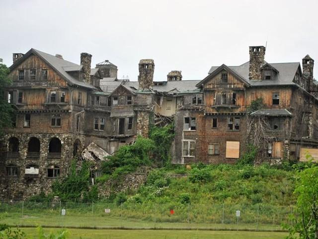 10 biệt thự bị bỏ hoang từng được coi là đỉnh cao xa xỉ - Ảnh 2.