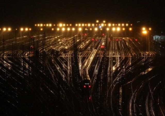 Mùa xuân vận của Trung Quốc: Hàng trăm triệu người nghìn nghịt đổ về quê ăn Tết, chen chúc nhau khắp ga tàu, bến bãi - Ảnh 13.