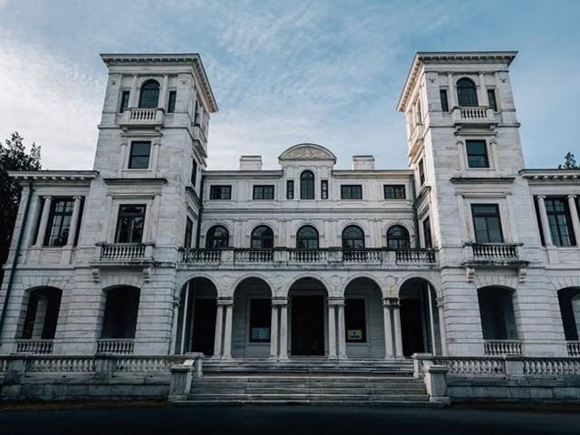 10 biệt thự bị bỏ hoang từng được coi là đỉnh cao xa xỉ - Ảnh 3.