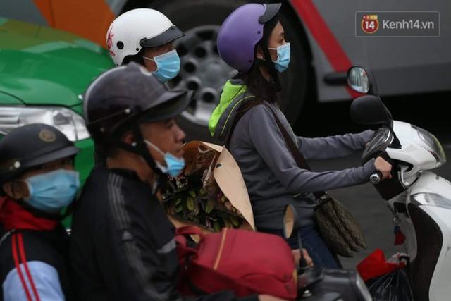 Kết thúc ngày làm việc cuối cùng của năm cũ: Người người vượt khói bụi kẹt xe, hân hoan về quê ăn Tết - Ảnh 27.