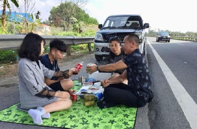 Tước bằng lái, phạt 5-6 triệu đồng với tài xế mở tiệc trên cao tốc Nội Bài - Lào Cai - Ảnh 1.