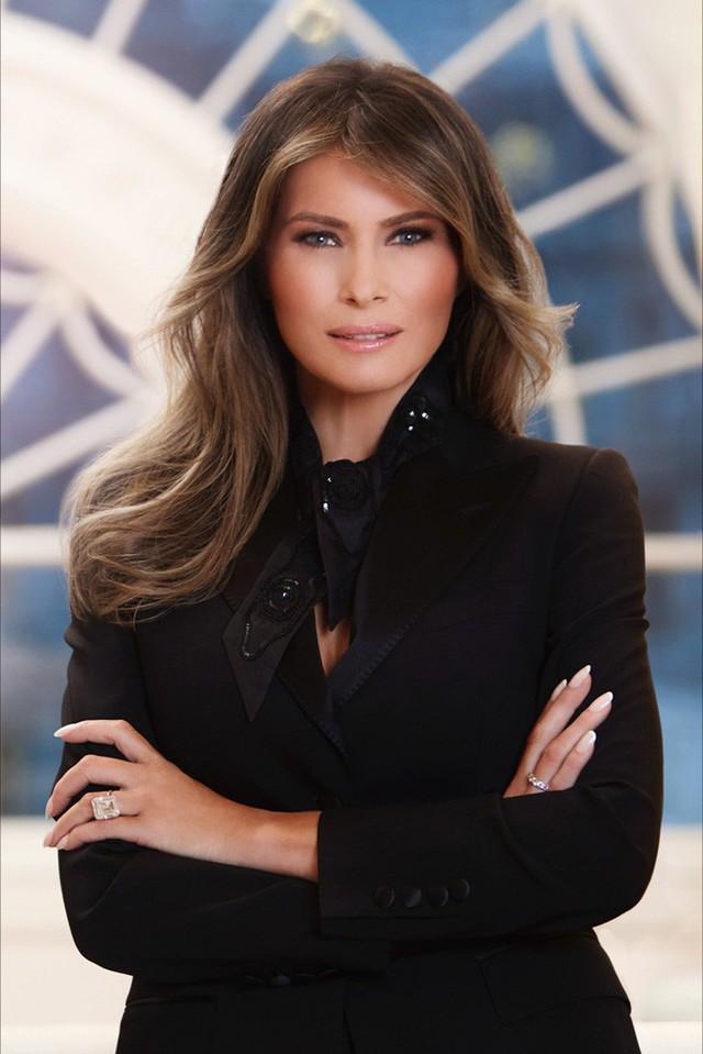 Điều ít biết Đệ nhất phu nhân Mỹ: Từng là người mẫu nóng bỏng, học vị cao, chưa bao giờ phụ thuộc chồng tỷ phú - Ảnh 1.