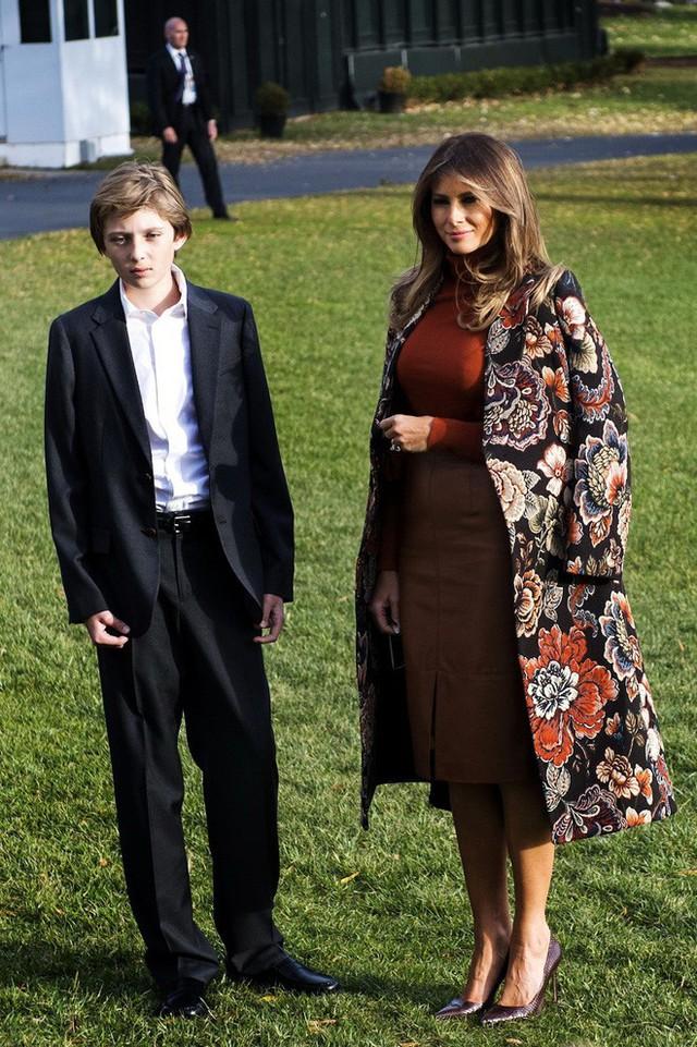 Điều ít biết Đệ nhất phu nhân Mỹ: Từng là người mẫu nóng bỏng, học vị cao, chưa bao giờ phụ thuộc chồng tỷ phú - Ảnh 11.