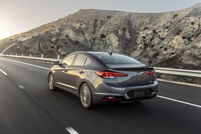 Hyundai Elantra 2019 sắp ra mắt Việt Nam, đấu Mazda3 nhưng Toyota Altis mới đáng lo - Ảnh 2.