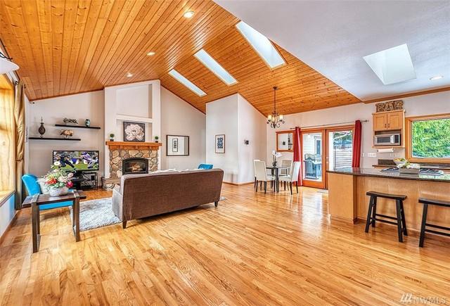 Bên trong căn nhà khiêm tốn Jeff Bezos đã thuê khi bắt đầu sự nghiệp với Amazon và hiện được rao bán với giá 1,5 triệu USD - Ảnh 4.