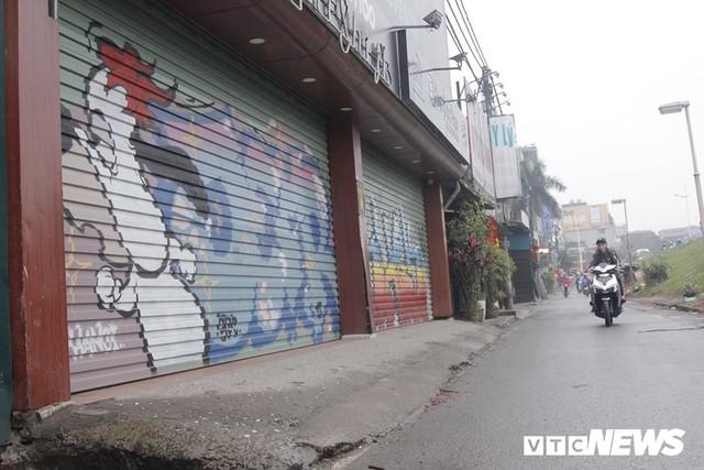 Truy tìm những kẻ vẽ bậy lên hàng loạt ngôi nhà trên phố Thủ đô - Ảnh 1.