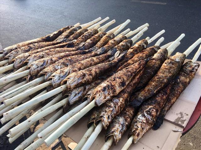 TPHCM: Đổ xô mua cá lóc nướng ngày vía Thần Tài - Ảnh 4.