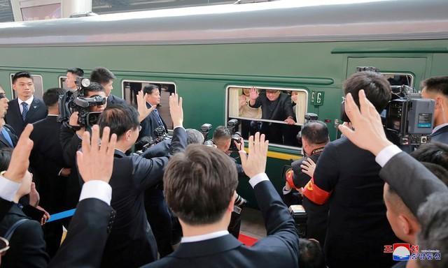 Khám phá chiếc chuyên cơ kín tiếng của nhà lãnh đạo Triều Tiên Kim Jong Un - Ảnh 4.