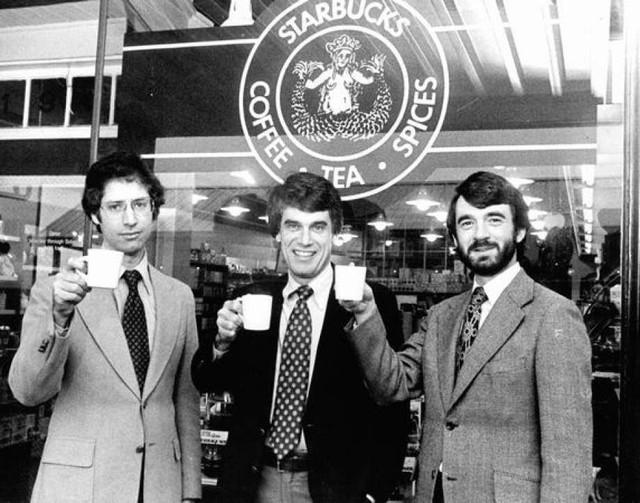 Phép màu nào đưa Starbucks từ một cửa hàng rang cafe thành chuỗi thương hiệu trị giá trăm tỉ đô? - Ảnh 2.