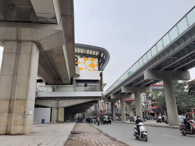 Nhiều lần thất hẹn, đường sắt Cát Linh-Hà Đông vẫn còn ngổn ngang - Ảnh 2.