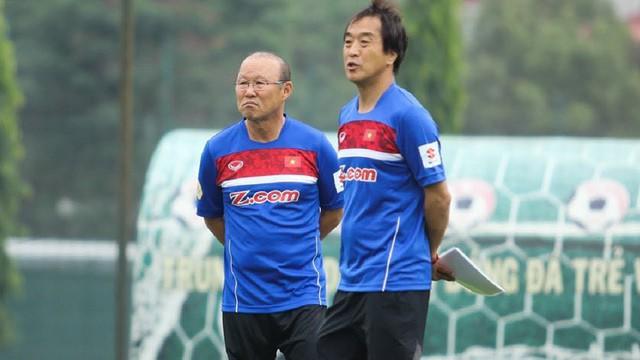 Cánh tay phải của HLV Park Hang-seo: Ông Park lo cho cầu thủ, còn tôi lo cho ông ấy - Ảnh 1.