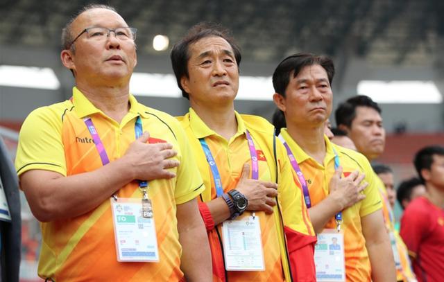 Cánh tay phải của HLV Park Hang-seo: Ông Park lo cho cầu thủ, còn tôi lo cho ông ấy - Ảnh 2.