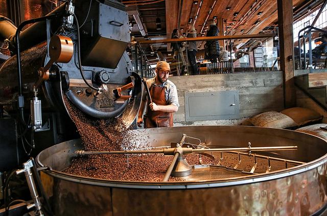 Phép màu nào đưa Starbucks từ một cửa hàng rang cafe thành chuỗi thương hiệu trị giá trăm tỉ đô? - Ảnh 11.
