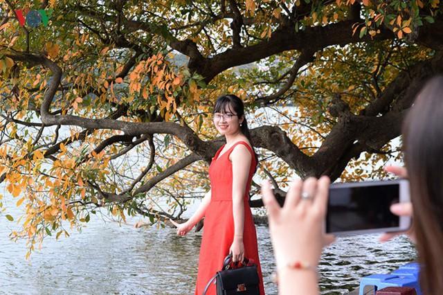 Ngỡ ngàng vẻ đẹp Hồ Gươm như mùa thu châu Âu - Ảnh 19.