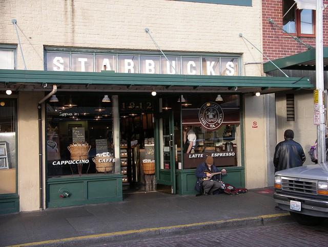 Phép màu nào đưa Starbucks từ một cửa hàng rang cafe thành chuỗi thương hiệu trị giá trăm tỉ đô? - Ảnh 3.
