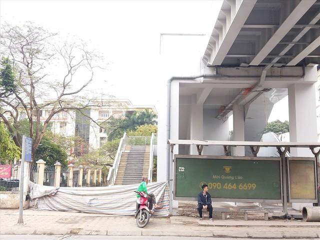 Nhiều lần thất hẹn, đường sắt Cát Linh-Hà Đông vẫn còn ngổn ngang - Ảnh 3.