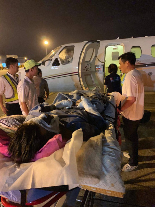 Việt kiều bị tạt axít và chém đứt gân chân khi chở bạn gái đi chơi được chuyển qua Canada điều trị bằng chuyên cơ - Ảnh 4.