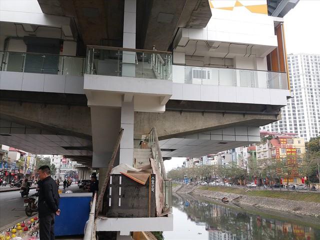 Nhiều lần thất hẹn, đường sắt Cát Linh-Hà Đông vẫn còn ngổn ngang - Ảnh 5.